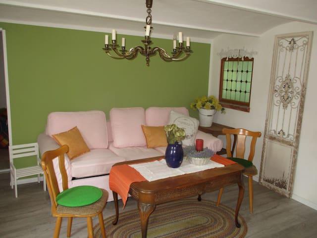 großer Raum 45 qm mit Platz bis 5 Personen Ruhig