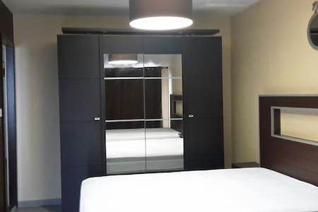 Chambre privée   prés à Albi-Cordes sur Ciel.81400 - Labastide-Gabausse - Dom