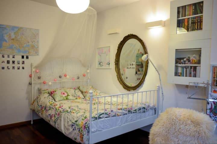 Cozy and spacious room in city centre