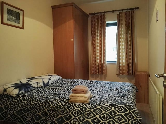 Private Cozy Bedroom, in the City Centre, IFSC!