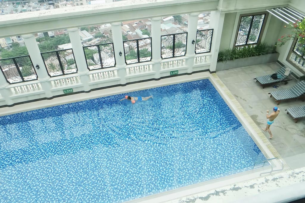 Free rooftop swimming pool