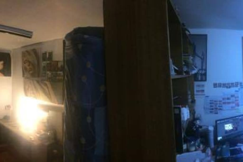 a 180° view of my place, where you can see, isnt the big deal just a normal room , with tv xbox wifi bed, an some desks :) the image is way larger but the website doesnt allow a huge pic. anyway whatssApp me or immesage at +56990250388
