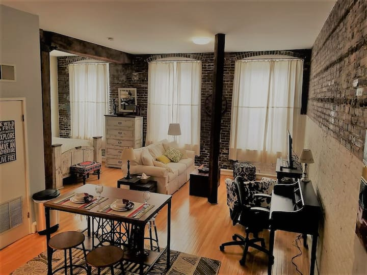 Stylish Studio in Historic Downtown Loft District
