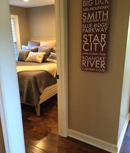 Cozy & Comfy Room in Upscale Condo - Condominium