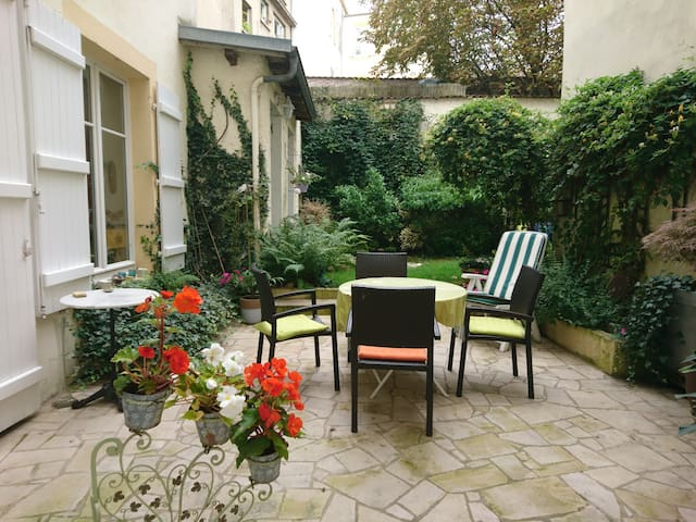 F 1 avec jardin au centre de Metz+petit déjeuner