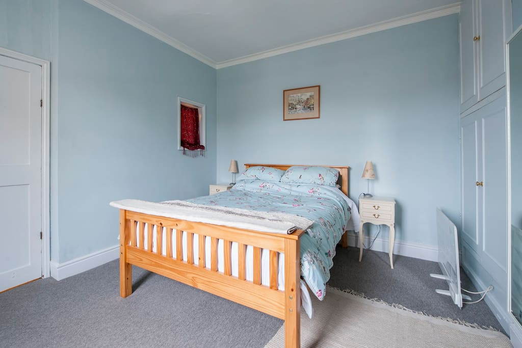 Large, light room - very quiet