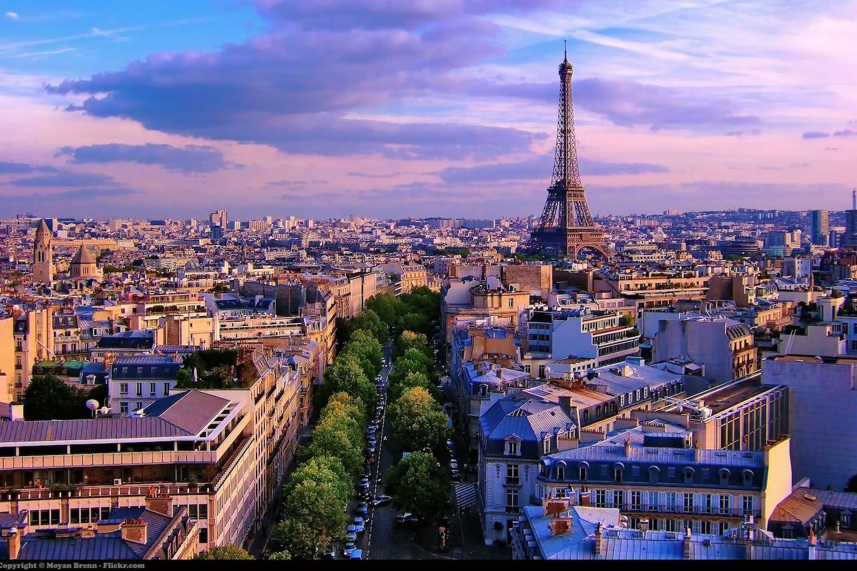 Vue générale de Paris avec la Tour Eiffel (ceci n'est pas la vue depuis l'appartement)