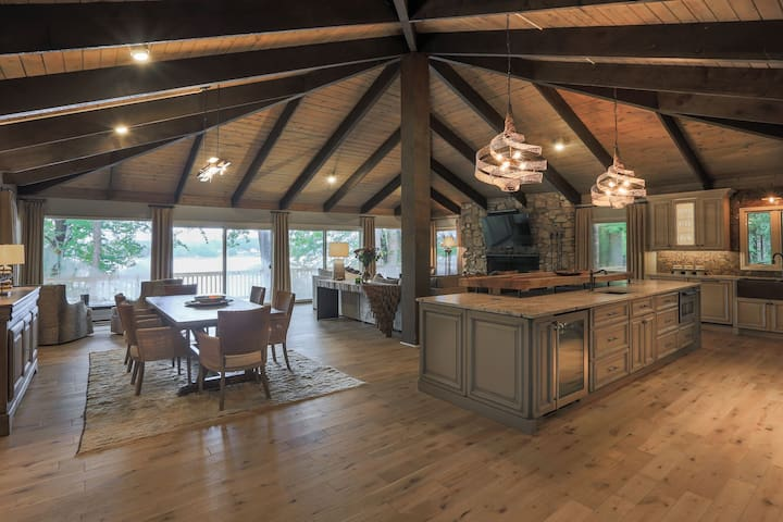 Lake Norman Retreat - Ideal for Large Groups!!