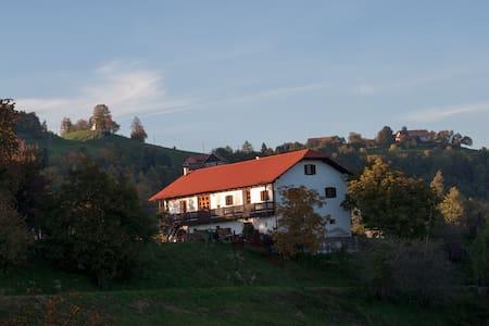 Izletniska kmetija Žunko / Landhaus Zunko - Srednje
