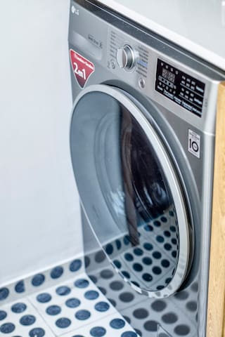 Lavasecadora, incluimos detergente y suavizante de ropa de cortesía / washing and drying machine, we provide complementary laundry detergent and softener.