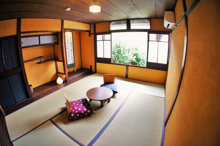 Traditional Japanese Room with Tatami. [KAEDE]