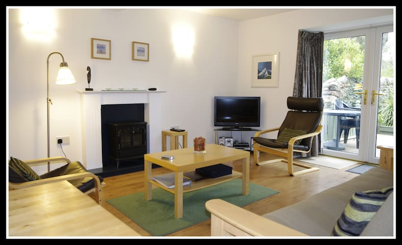 Cozy cottage with large games room - Isle of Arran