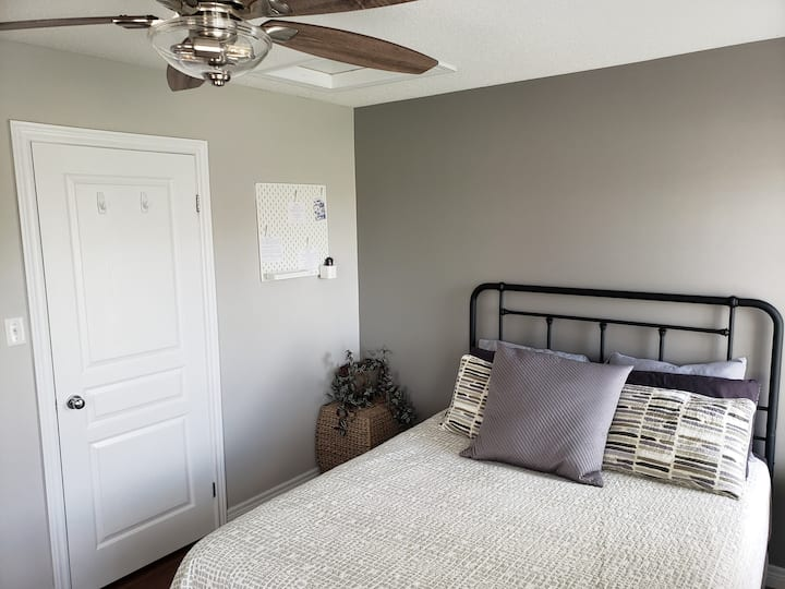 Bright, cozy room in shared Townhome