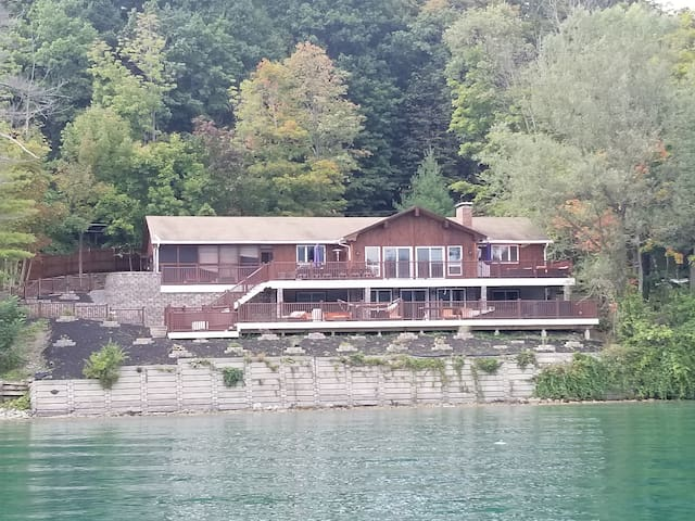 Lakefront lodge on Otsego Lake, Cooperstown, NY