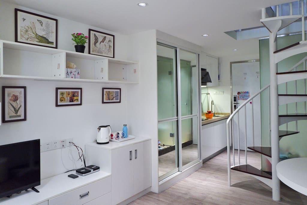 一楼电视柜、衣柜、洗手台、楼梯
