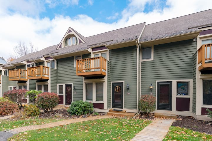 Ski In/Ski Out Townhome w/Hot Tub & Wood Fireplace, Close to Wisp Resort!