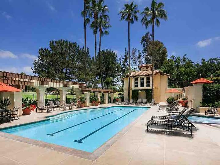 Luxury Apartment with Pool/Spa/Gym beside Irvine