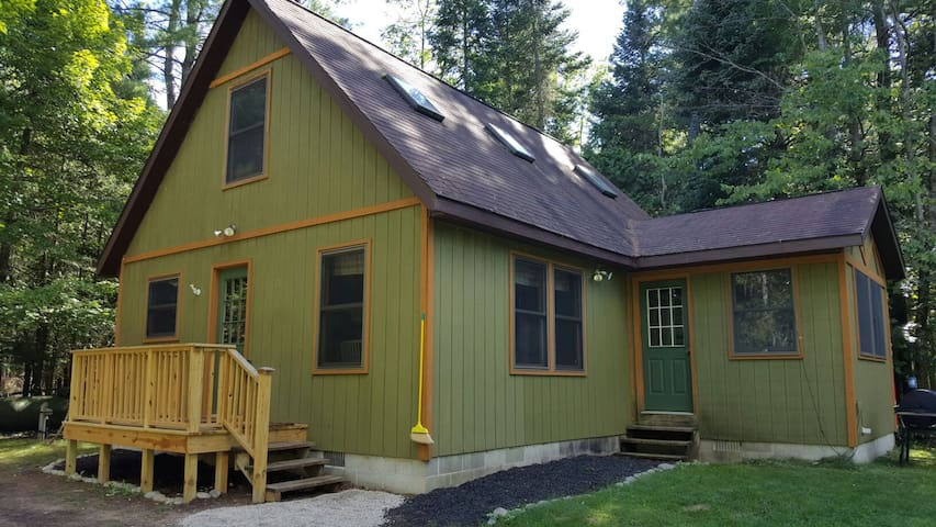 Woolly Bugger- A Cozy Cabin on the Betsie River! - Thompsonville - Blockhütte