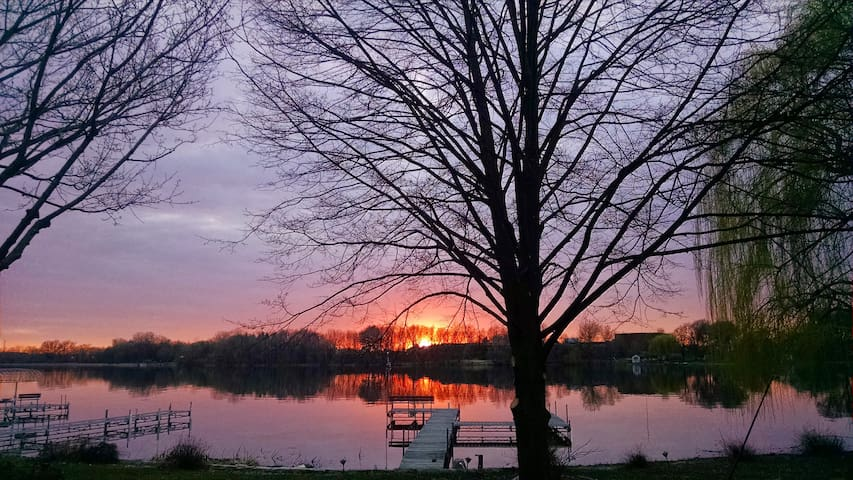 Beautiful lake location minutes from the cities!