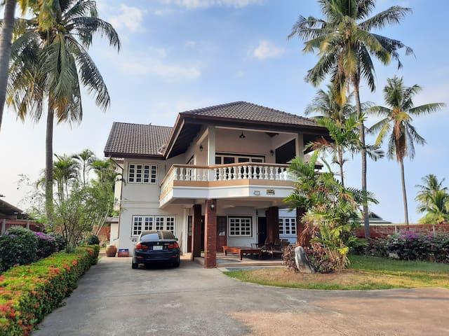 บ้านริมทะเลหาดเจ้าสำราญ