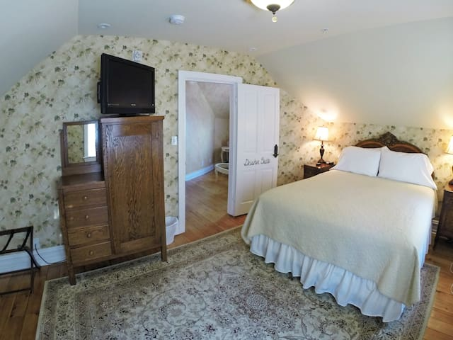 Deisher Suite at the 5-star Main Street Inn
