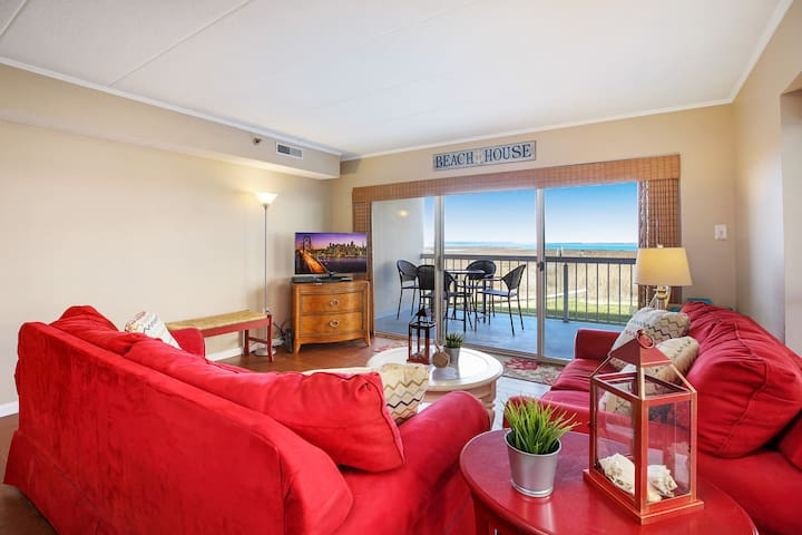 Triton`s Trumpet 105A is a fabulous 3 Bedroom/2 Bath Bayfront Condo with amazing Views and a Community Pool!