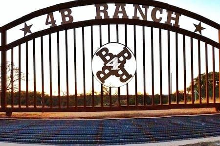 4B Ranch - Medina - Bed & Breakfast