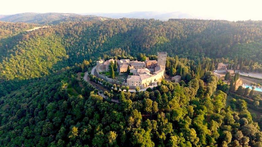 Casa Bracalino, Gargonza's Castle Historic Hotel