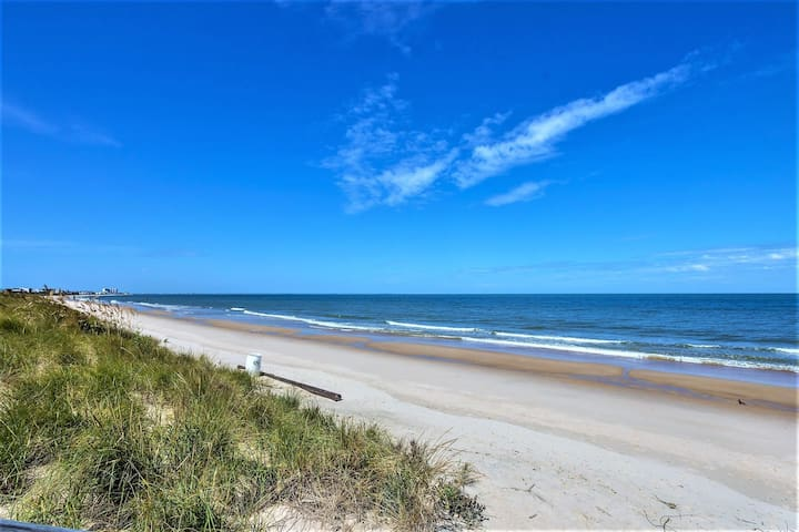 Beach Cottage Sand Suite  (2 bd/1 bth condo 1 block from beach)