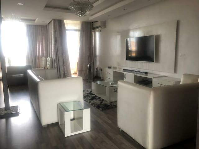 Luxurous two bedroom; good view with altitude