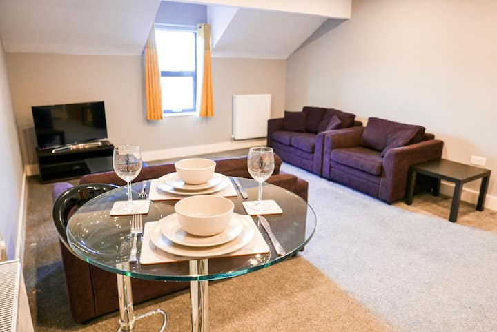 Modern 1 bed apartment on edge of city centre (1)