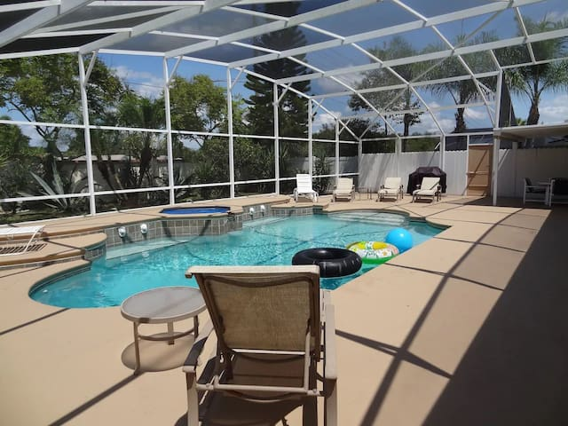 3 BR Private Pool Home 5 miles from Disney