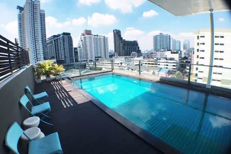 300m to MRT Huai Kwang (188) - Bangkok - Condominium