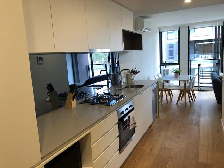Fully furnished Lovely 1BR apartment in Bundoora