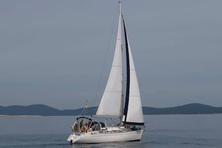 Segelyacht ELAN 34; 10,4 m lang - Pula
