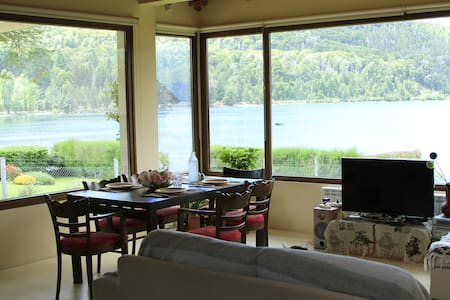 Beautiful Lakefront house with Amazing views - San Carlos de Bariloche