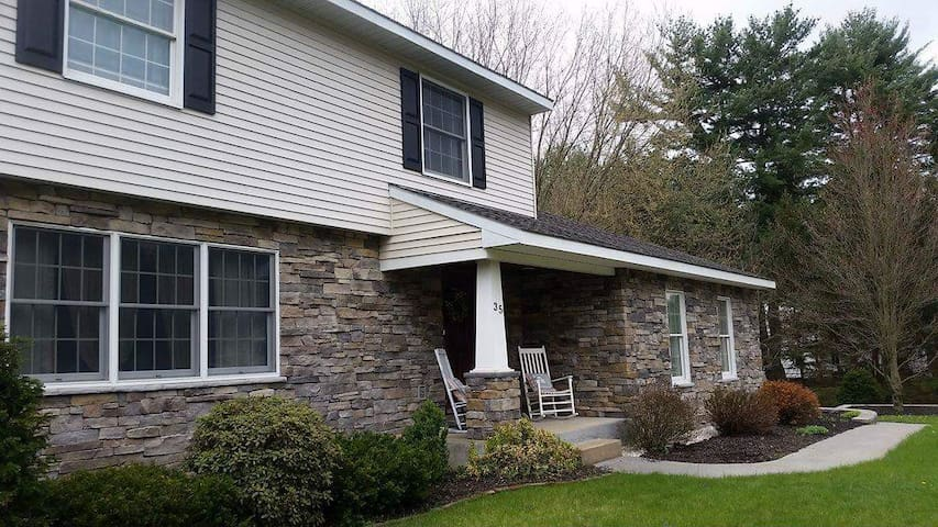 Saratoga Springs Home- Close to Track, Downtown