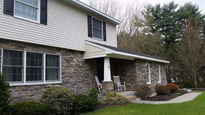Saratoga Springs Home- Close to Downtown, Shopping