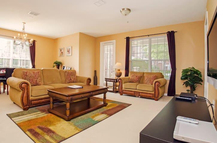 Vista Cay Luxury 4 bedroom Condo