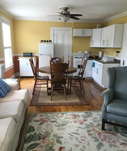 Bright and airy 1 Br - walk to beach/shops - Asbury Park - Appartamento