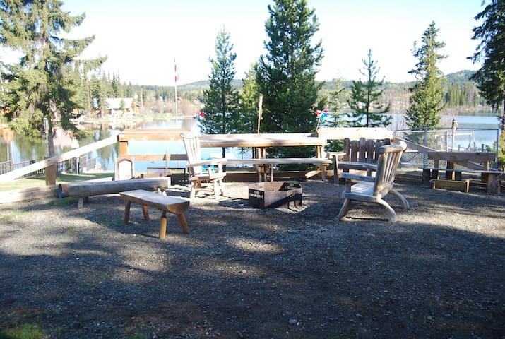 Beautiful waterfront cabin on Deka Lake