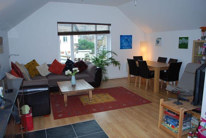 Lucy's lovely room in leafy Twickenham
