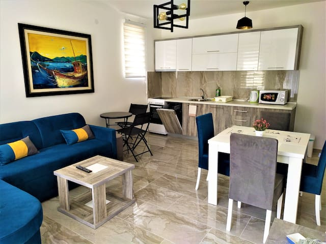 Aura Lux and Comfort One Bedroom Apartment 2
