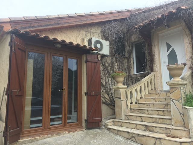 Charmant studio, jardin, au calme - Allauch - Rumah
