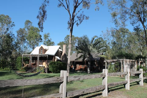 The Settlers Cottage and Stables