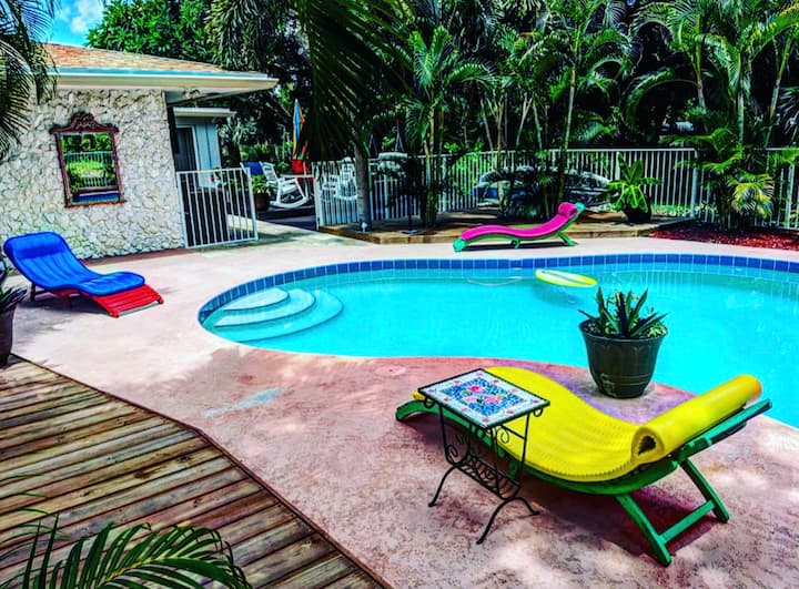Villa w heated pool 5minute walkto Deerfield beach