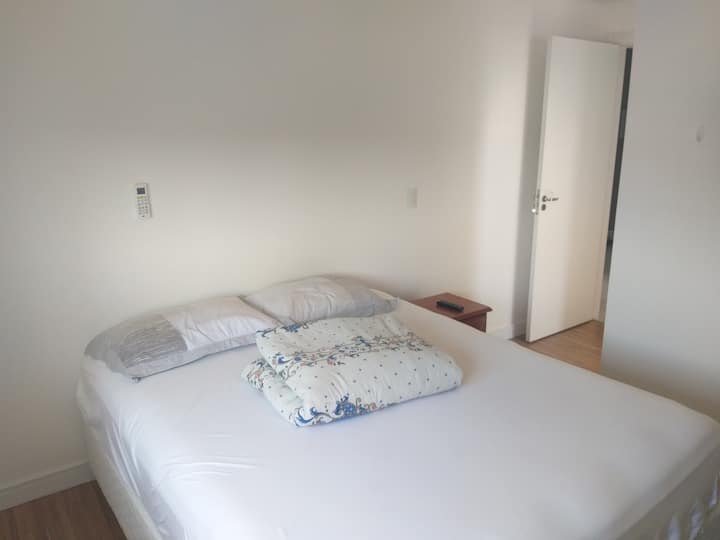 Suíte em AP confortável prox Vila Germânica e UFSC