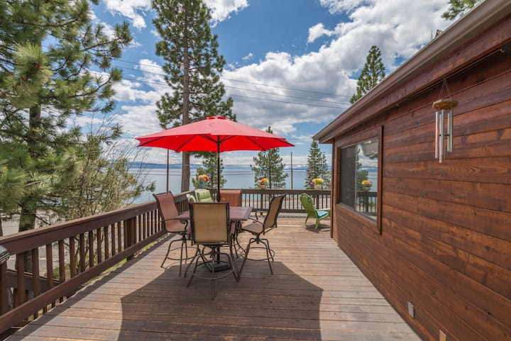 LAKEVIEW and HOT TUB! Centrally located- Close to Kings Beach