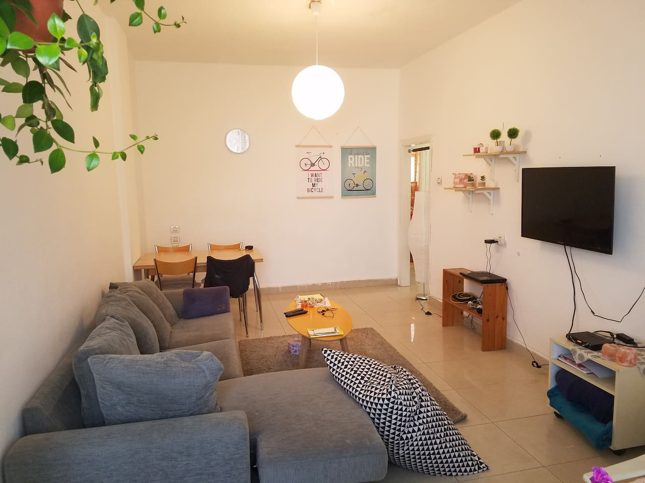 Top Location - 2 min from the Beach