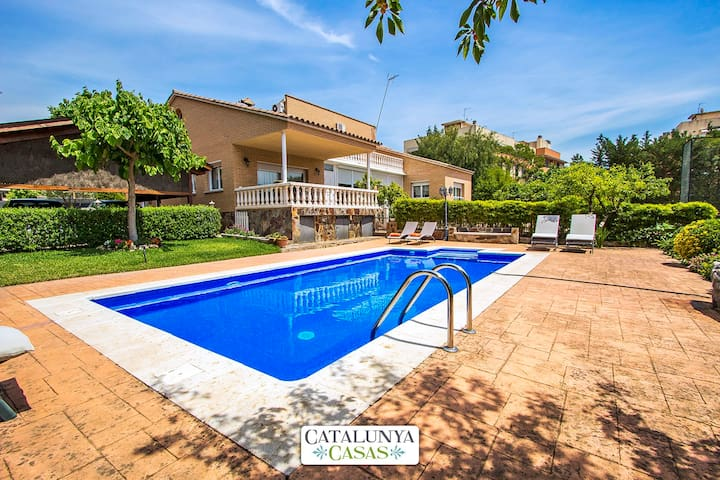 Idyllic villa in Castellarnau for 8-10 guests, a short drive/train ride from Barcelona! - Barcelona Region - 別荘